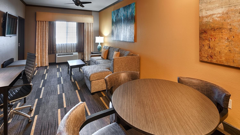 Hotels in Garden City | Best Western Plus Emerald Inn & Suites