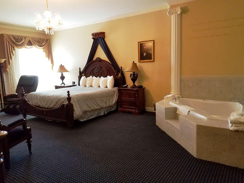 Hotel In Bangor, ME - Best Western White House Inn