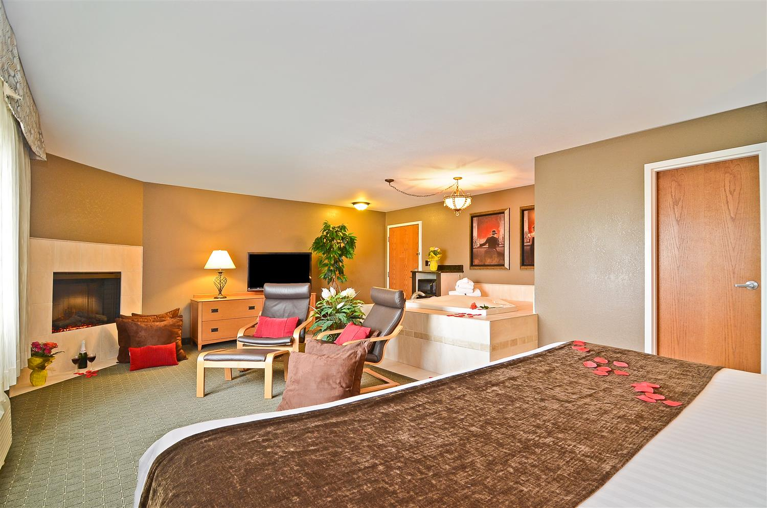 Deluxe King Suite With Jacuzzi Tub Fireplace And Separate Living Area