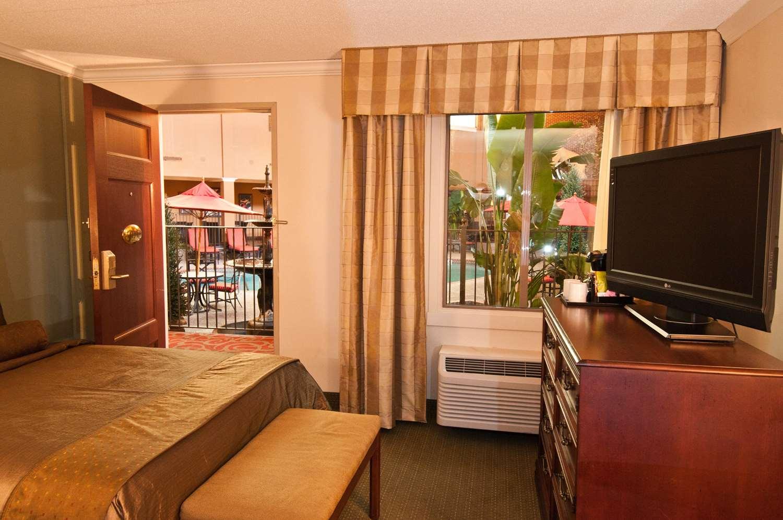 Minneapolis Hotels Poolside Rooms