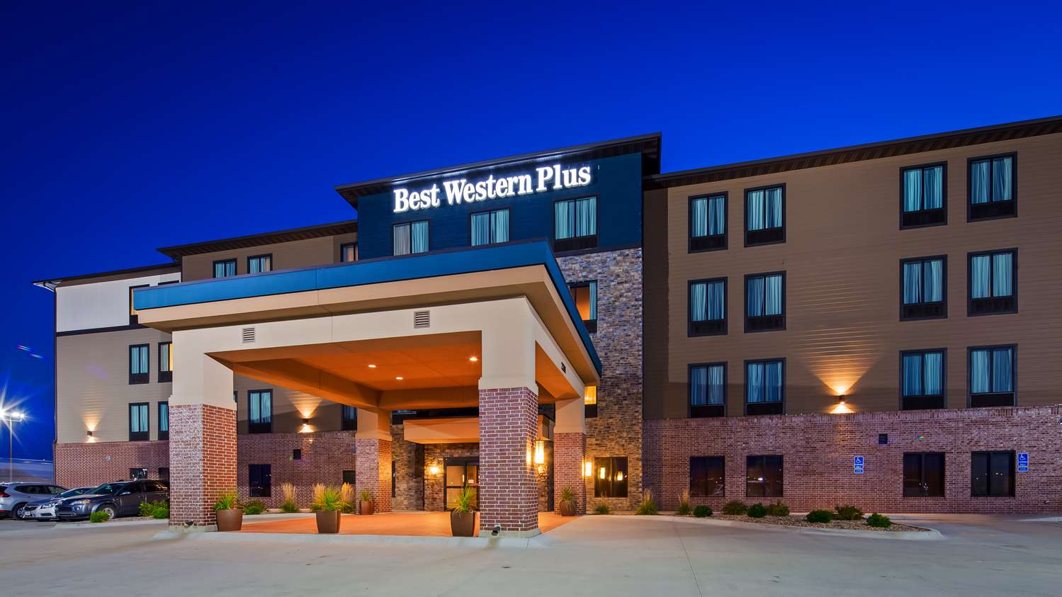 Lincoln Hotels Best Western Plus Inn Suites In