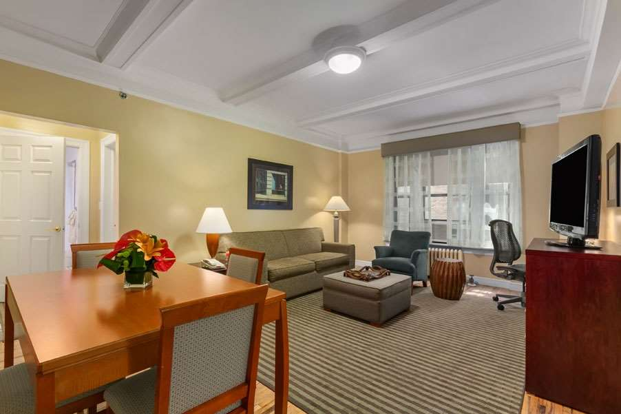 Invite friends or colleagues over for great conversation or simply watch tv in our one bedroom queen apartment suite
