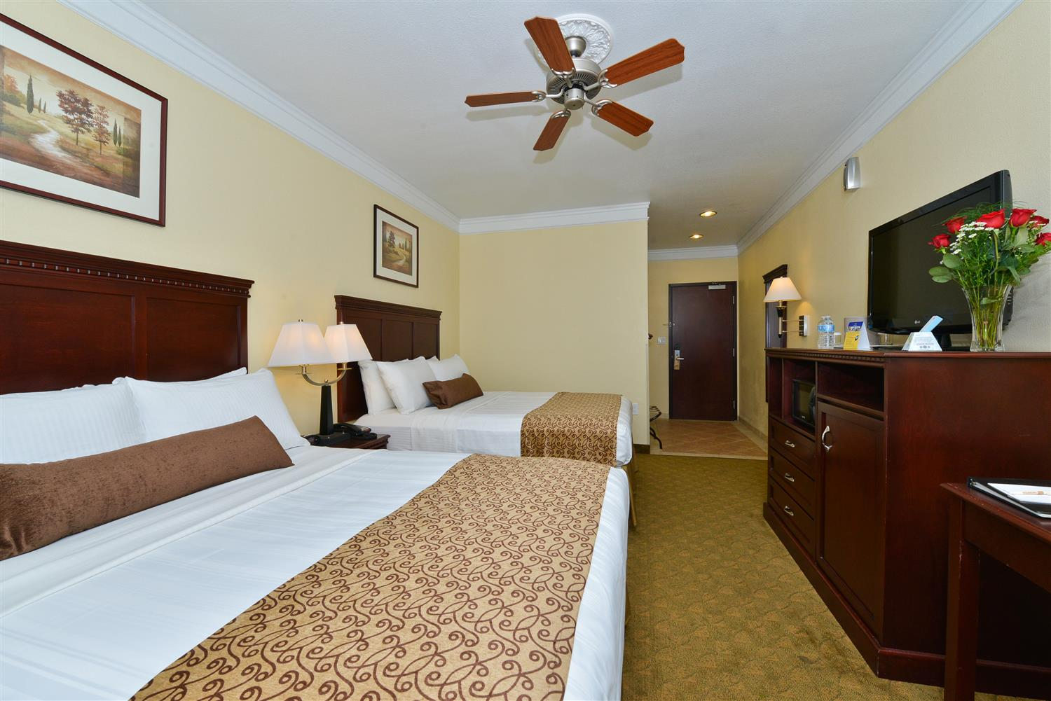 Having To Share A Room Come Stay In Our Two Queen Size Beds With The Front Desk Giving You Live Wake Up Call Morning