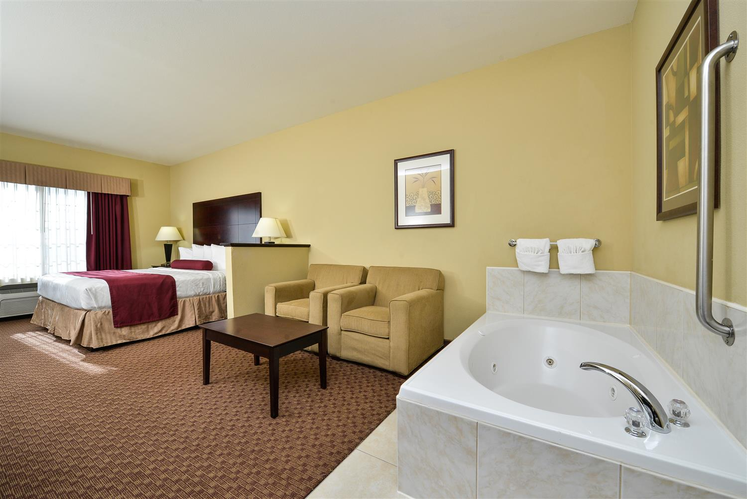 Treat Yourself And A Special Companion To Our Whirlpool Suite Perfect For Anniversaries Or Escapes