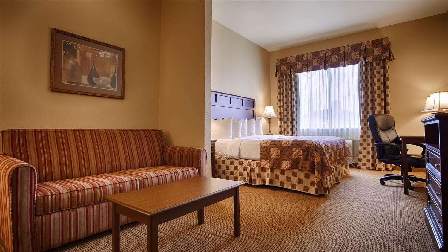 King Suite With Sofabed Sitting Area