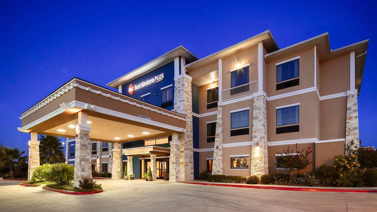 Lytle Tx Hotels Best Western Plus Inn Suites Devine