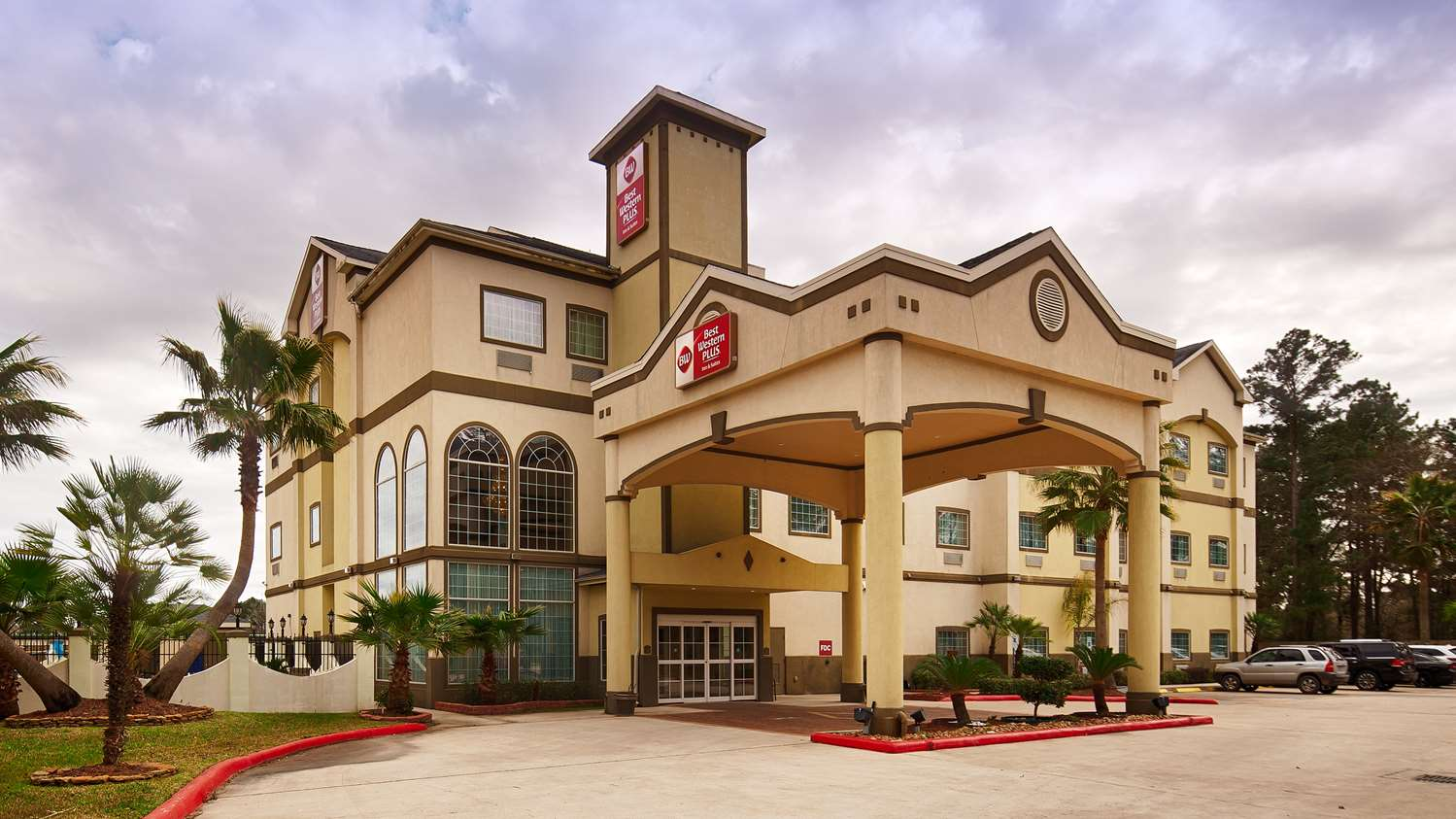 New Caney Hotels | Best Western Plus New Caney Inn & Suites