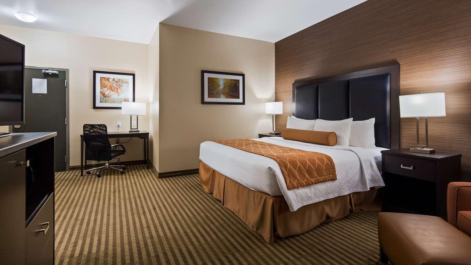 Hotels in Fergus | BEST WESTERN PLUS Fergus Hotel | hotels near ...